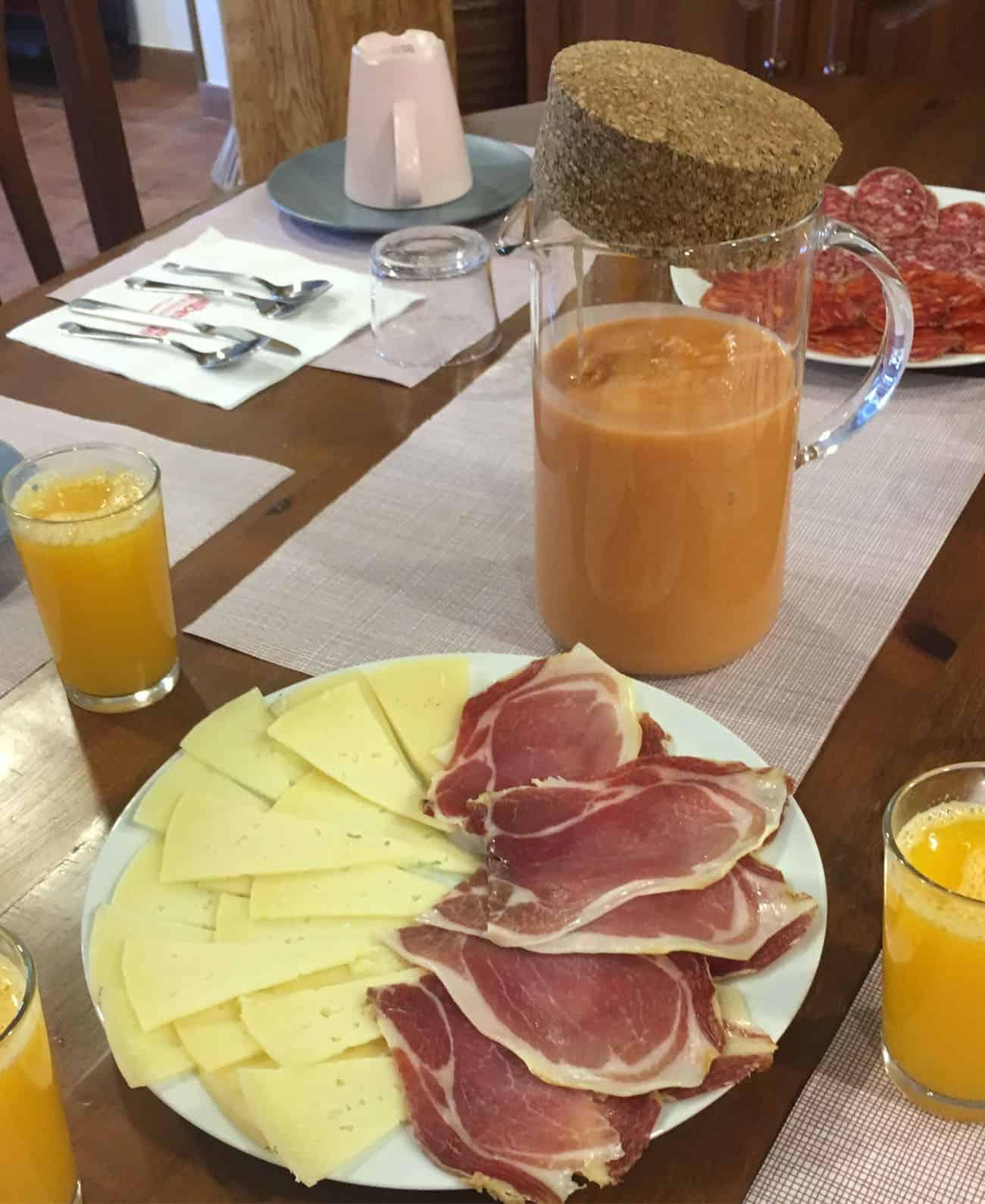 desayuno-especial-elalberguedesiguenza